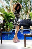 black dress - pink Lumedisco shoes