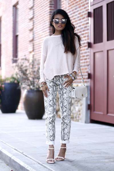 python print H&M pants - pink pullover H&M sweater - coach bag