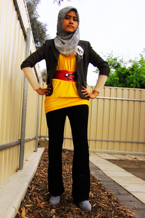 yellow Temt top - heather gray cant remember blazer - red kl Times Square belt