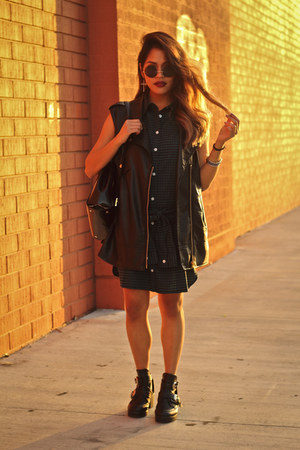 green gingham Tobi dress - black leather cutout Tobi boots