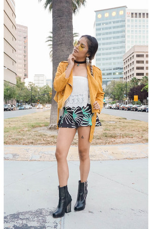 yellow oversized round zeroUV sunglasses - black leather Jeffrey Campbell boots