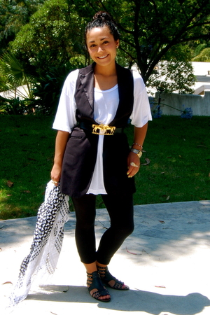 forever 21 vest - American Apparel shirt - Mimi DIN belt - Gap leggings - Kelsi