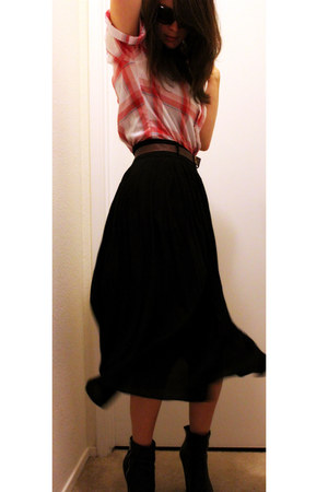 black H&M boots - bubble gum vintage shirt - black Therapy skirt