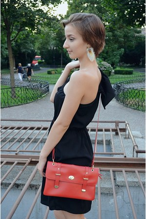 feather SIX earrings - asymmetrical Terranova dress - vintage Deichmann bag
