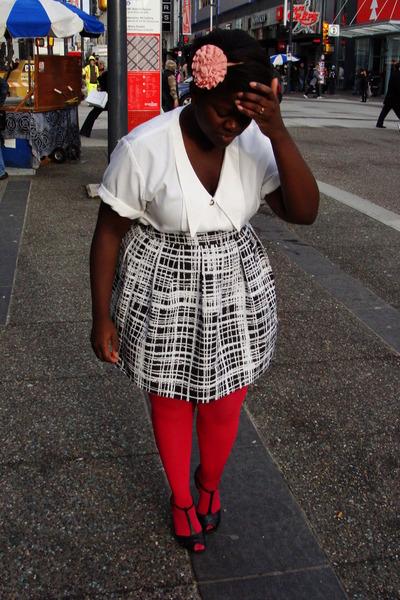 dark khaki trench Urban Renewal coat - hot pink HUE stockings - black pins and n
