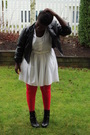 Red-stockings-black-jacket-white-dress-black-boots-white-belt
