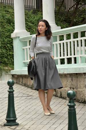 gray midi RockStar skirt - black leather Zara bag - white striped Uniqlo top