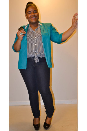 teal blazer - black jeans - white feathers earrings