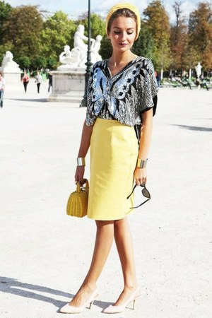 light yellow skirt