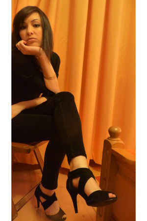 black velvet Calliope pants - black random brand blouse - velvet sandals