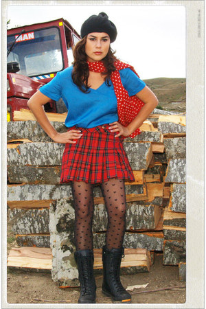 tartan Skirt skirt - boots boots - Blouse blouse - thights stockings