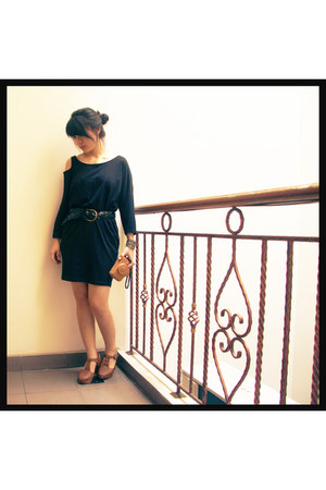 black Tosavica dress - brown EIGHT clogs - black Gaudi belt
