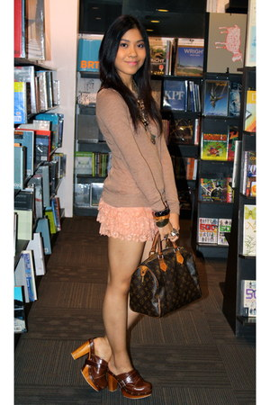 tan Forever 21 sweater - salmon Forever 21 shorts - brown clogs