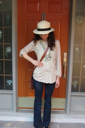 navy Mavi jeans - beige vintage hat - brown Guacamole bag