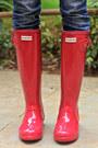 Burnt-orange-camera-jo-totes-bag-ruby-red-hunter-boots-navy-lee-jeans