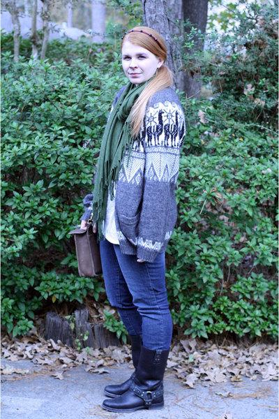 gray vintage sweater - Levis jeans - Frye boots - vintage Coach purse - headband