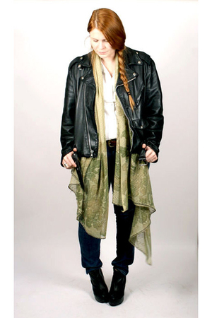 black vintage jacket - Levis jeans - black Aldo - green vintage scarf - white vi