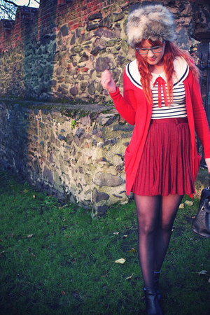 brick red romwe skirt - black River Island boots - white laundry room top