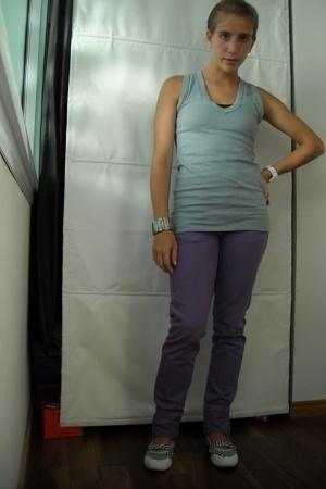 t-shirt - jeans