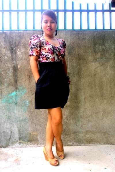 floral H&M top - high waisted shorts - H&M wedges