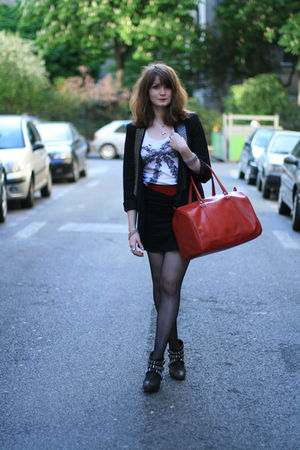 black H&amp;M skirt - white H&amp;M t-shirt - black Zara blazer - red vintage belt - red