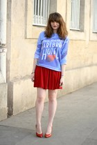 ruby red American Apparel skirt - sky blue jennyfer sweatshirt