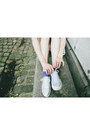 Light-blue-derhy-dress-silver-kookai-sneakers