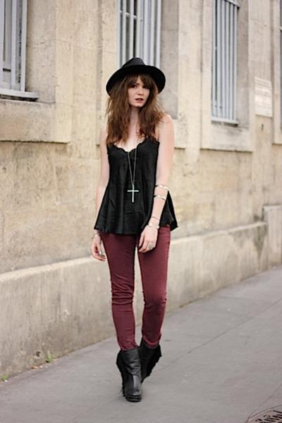 black Oasapcom hat - brick red Cimarron pants