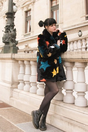 black vegan leather Dr Martens boots - black Derhy jacket