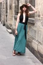 light yellow Frontrowshop hat - black Boohoo bodysuit - green Drolatik skirt