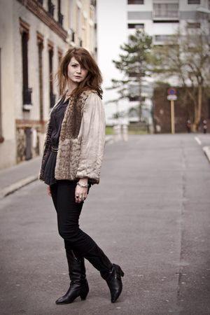 beige vintage jacket - black vintage boots - black Uniqlo pants