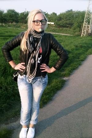 Boss jacket - Zara jeans - Superga shoes - SIX accessories