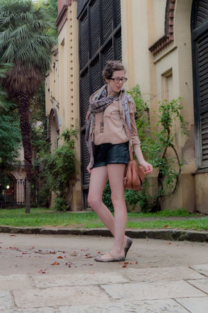 black shorts - brown Bimba&Lola - brown YOKANA scarf - pink Zara shirt - beige Z