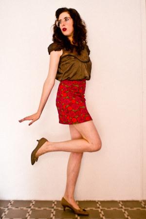 beige vintage shoes - red vintage shirt - bubble gum vintage glasses