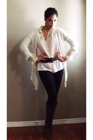 Walmart boots - f21 jeans - vintage timberland belt - vintage blouse - vintage e