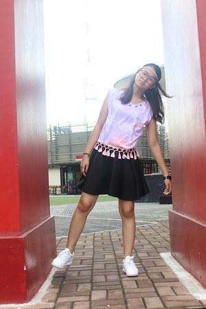 light pink tie-dye Golden Merchandise top - white Reebok shoes