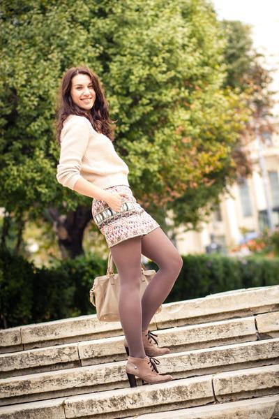 Zara shorts - Otter boots - H&M sweater - Musette bag