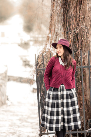 burgundy Sheinsidecom sweater - Mango boots - Accessorize hat - midi BSB skirt