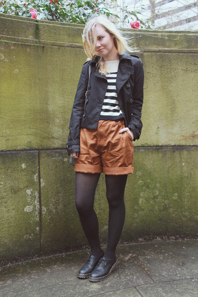 black doc martens shoes - black cropped H&M jacket - cropped H&M sweater - bronz