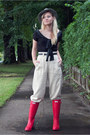 Red-hunter-boots-off-white-banana-republic-pants-black-vintage-blouse