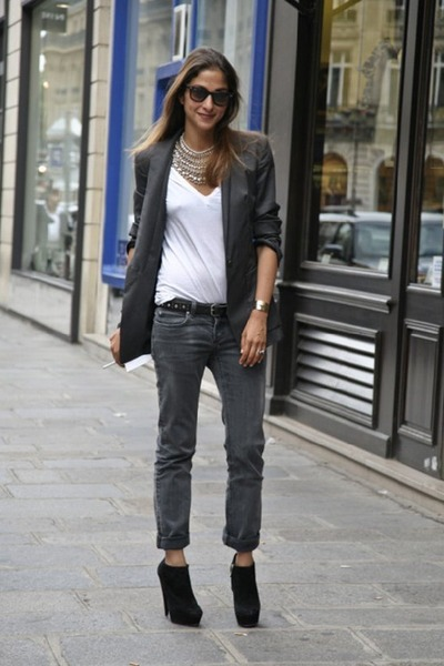 statement necklace - jeans - blazer