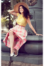 Bubble-gum-vintage-coffee-skirt-light-yellow-vintage-coffee-t-shirt