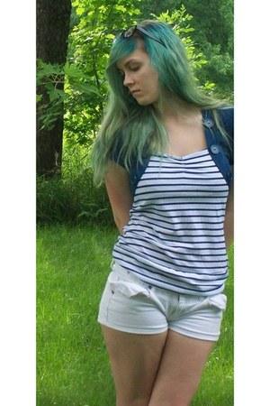 white Roxy shorts