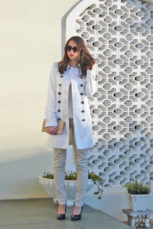 white trench coat Burberry coat - neutral Arezzo bag - beige Zara pants
