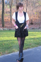 t-shirt - vest - skirt - belt - stockings - shoes