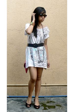 white oversized giordano dress - brown Nina shoes