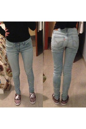 light blue Levis jeans