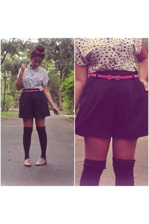 white heart print shirt - black shorts - hot pink belt