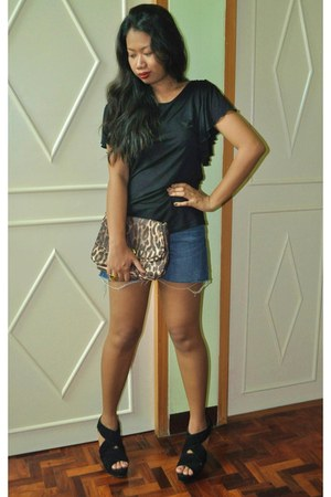 thrifted vintage purse - diy Divi shorts - black tonic wedges - black H&M top