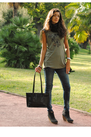 olive green MORGAN t-shirt - blue Bershka jeans - black handmade bag